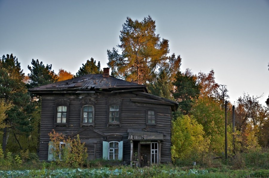 Дом братии до реставрации.